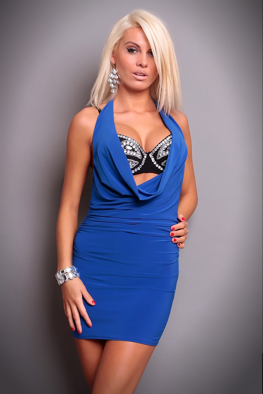 3076f318dc7a Sexy extravagantné šaty Bora
